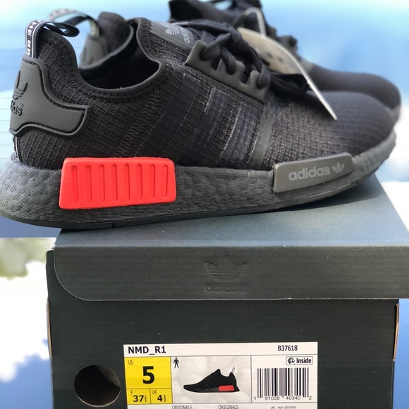 purchase cheap 5ec03 70bbf NMD R1 Bred (blk red) 2018 release. NWT. adidas